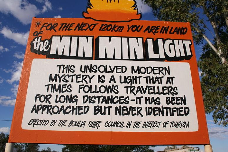 800px-min-min-light-sign-boulia-outback-queensland-australia